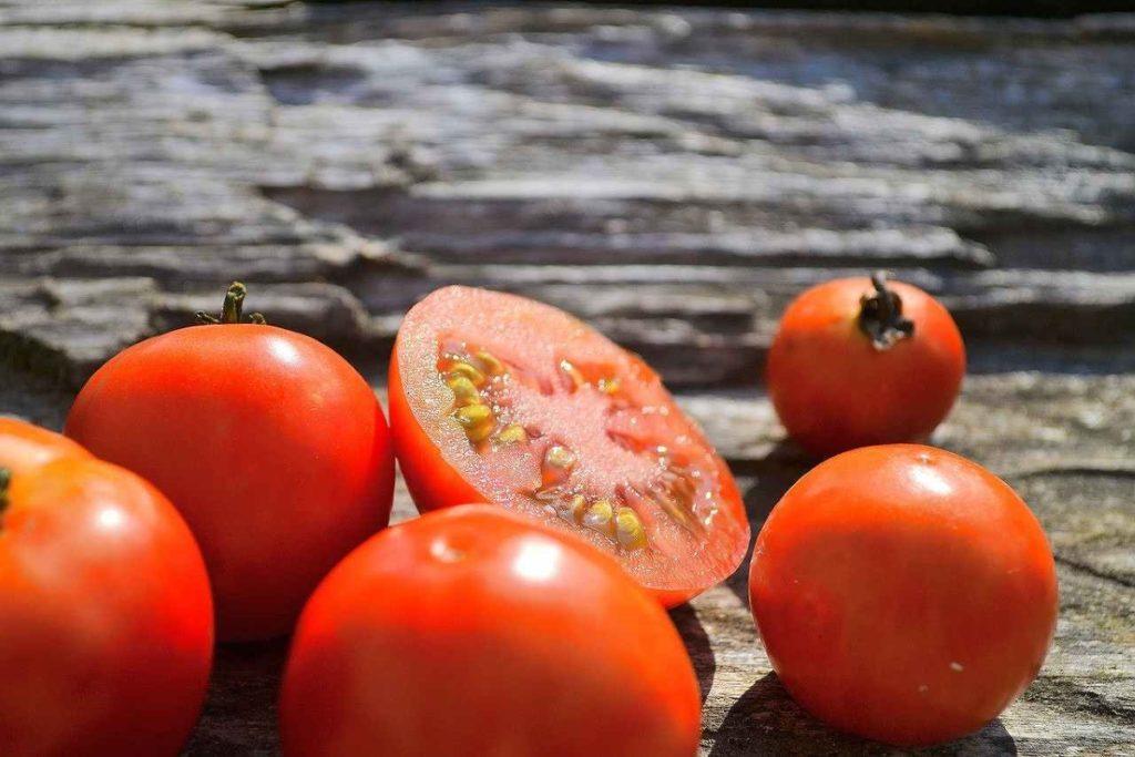 トマト転がってる